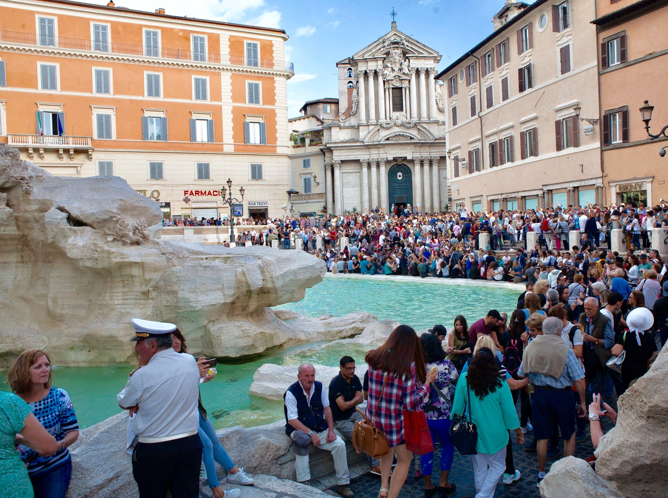 The Trevi crowds